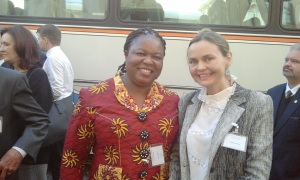 Laura Dryjanska con Dr. Joy Ngozi Ezeilo, United nations Special Rapporteur on trafficking in Persons