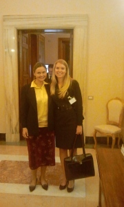 Laura Dryjanska con Melissa Holman , Assistant State Attorney  General (USA)