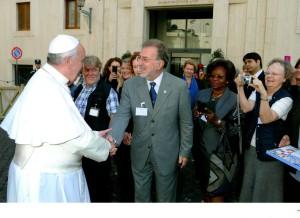Sua Santità Papa Francesco e Roberto Giua al Workshop contro il Traffico Umano